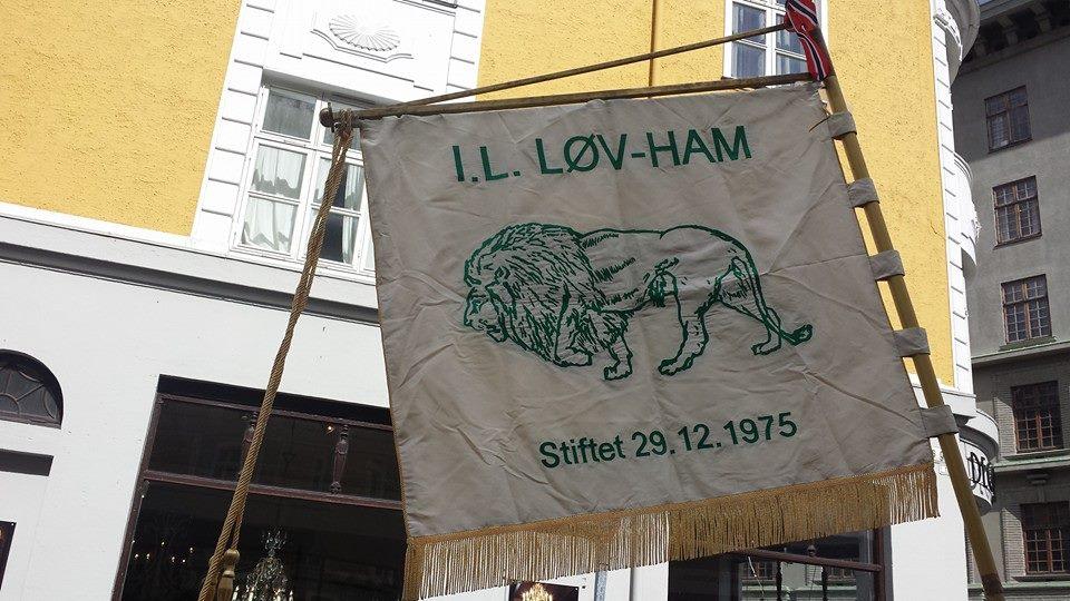 Løvham på plass i 17. mai prosesjonen